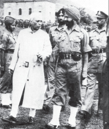 Pt. Nehru during his Kashmir visit in 1947. On his right is General Kulwant Singh.