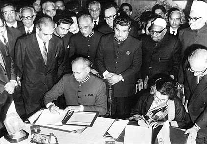 The Prime Minister of India and the President of Pakistan signing the Shimla Agreement.